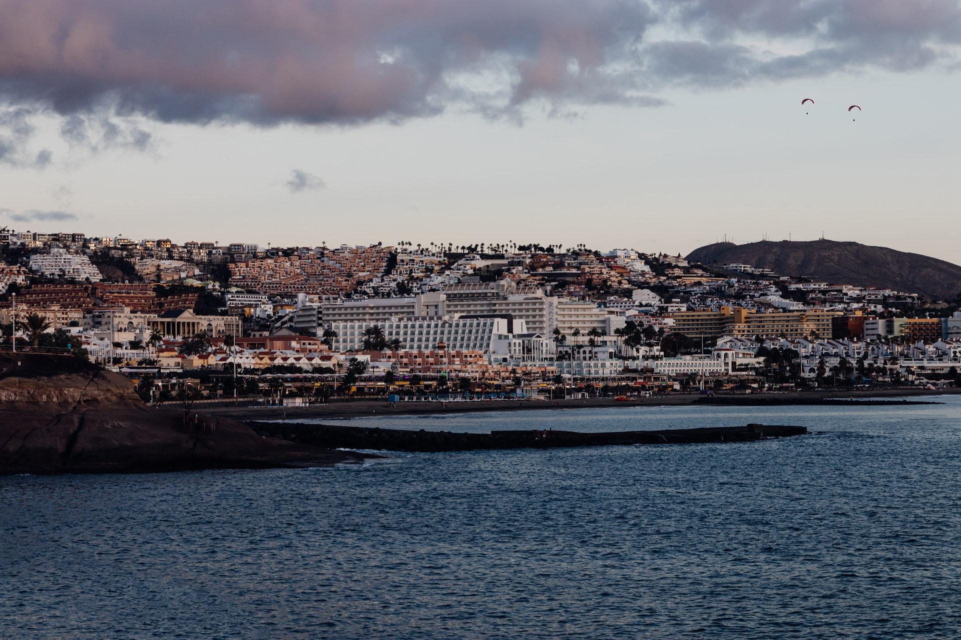 Wie kann man auf die schönste Insel der Welt – Teneriffa – kommen?